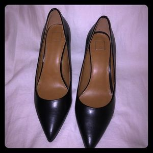 14th & Union Black Pointy Toe Pump